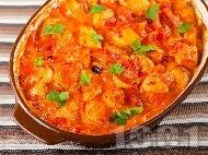 Печени пилешки хапки с домати, сметана и сушени кайсии на фурна